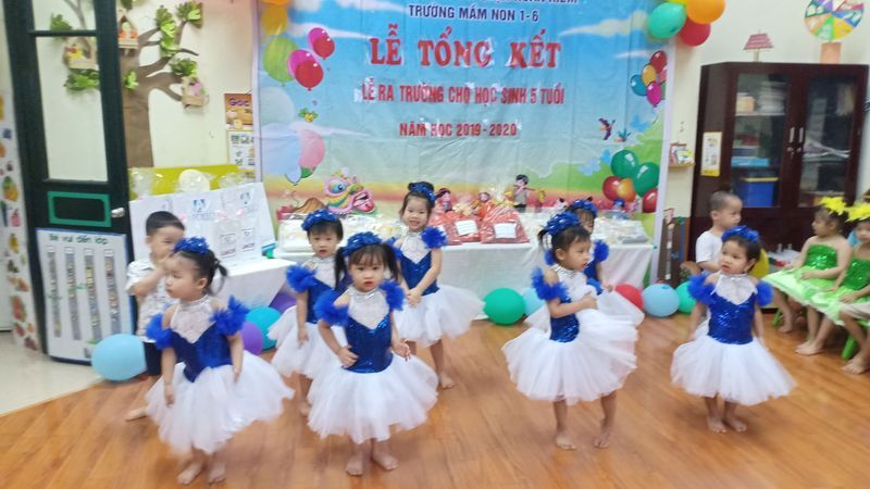Video tiết mục nhảy Together we are a family lớp Cơm A2